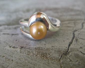 Golden freshwater pearl ring in sterling silver