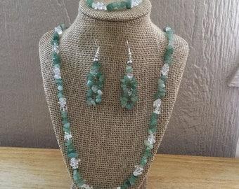 22: Necklace, Bracelet, Earrings Set