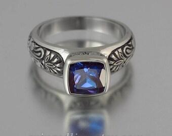 ALEXANDRA 14K gold ring with Alexandrite