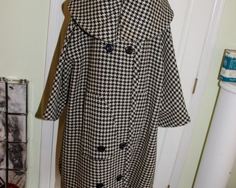 Vintage 1960's Mod Houndstooth Cape Coat with Shawl Collar