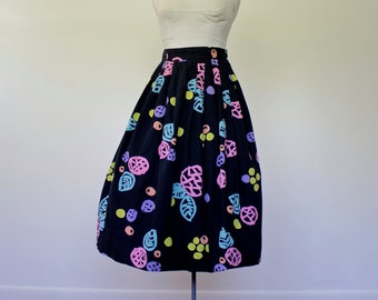 Vintage 1950s Skirt • Tiki Print Skirt • 50s Cotton Skirt • 1950s Floral Skirt • 1950s Cotton Skirt • 50s Black Skirt • Polka Dot Skirt