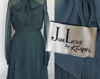 28 Waist, Vintage 1970s Dress / Joan Leslie, Kasper / Bow and Pleats, Deep Green Chiffon / 70s Cocktail Dress for Party Prom Wedding / Small