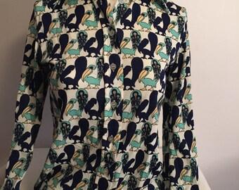 70s Vintage Blouse Casual Corner Long Sleeve Fitted Shirt 1970s Size Medium, Bird Pelican Print Womens Blouse Top Blue Green Ecru Mod