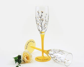 Hand painted personalized wedding flutes - Set of 2 champagne glasses - Louisa Collection in a gold, silver and white theme