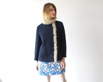 50s 60s wool coat. cropped coat with fur trim. Persian lamb fur trimmed navy wool jacket - large