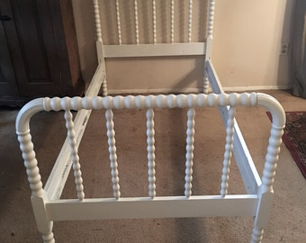 Classic Style Jenny Lind /Spindle Twin Bed