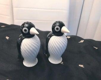 Adorable Vintage Penguin Salt and Pepper Shakers -- 1950's