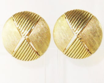 Vintage Crown Trifari Gold Tone Abstract Clip Earrings (E-1-7)