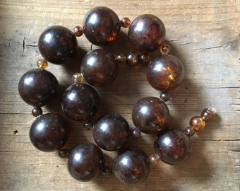 1950s chunky faux tortoise shell necklace, marbled Lucite style bead choker, vintage amber brown bead, Root Beer swirl jewelry