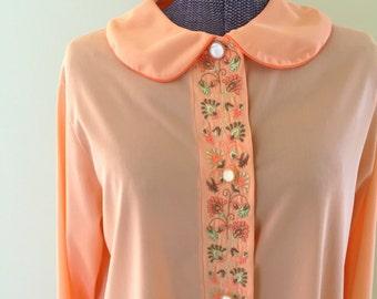 Vintage 1970s Oversized Peach Embroidered Flora Sleep Shirt  sz Medium