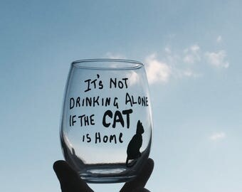 Funny Stemless Wine Glass, It's Not Drinking Alone if The Cat is Home, Wine glasses, Cat Wine Glass, Cat lover, Cats, Cat Mom, Cat Person