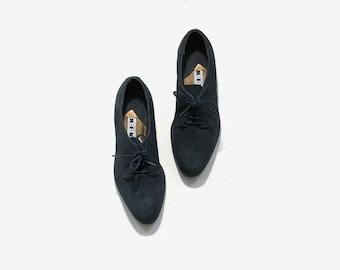 Vintage Leather Oxfords 5.5 / Navy Leather Oxfords / Lace Up Brogues / Womens Oxfords / Minimal Shoes