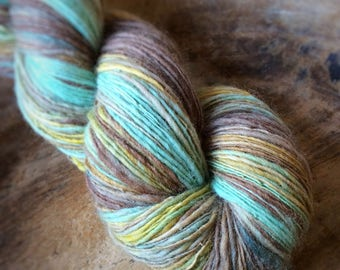 Mindfulness - NZ corriedale wool  - single thread handspun shawl yarn 97gr 415m
