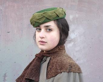 Vintage 1950s Hat // 50s 60s Green Velour Felt Leaf Trim Hat // DIVINE