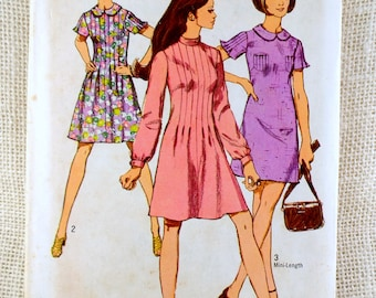 Simplicity 8903 sewing pattern mini dress mini pin tuck Flutter sleeves scoop neck 1970s Bust 32.5 midi roll collar
