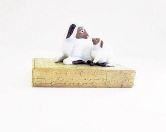 HOMCO Baby Lamb And Sheep Figurine Vintage Collectible Farmhouse Decor - Gift For The Farmer Or Animal Lover - Spring Easter Seasonal Decor