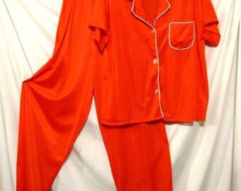 Christmas Red Nylon Pajamas! Vintage 60s FASHION WAGON Minnesota sz 36 M
