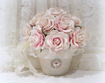 Shabby Chic Arrangement, Shabby Chic Decor, Cream And Pink Roses, Rose Arrangement, Parchment Roses, Cottage Chic Decor, Rose Arrangement