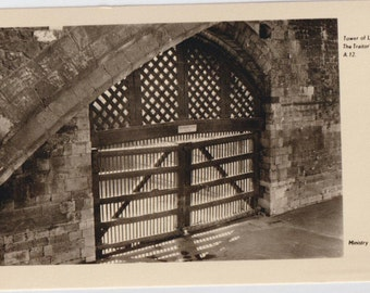 Tower of London - traitor's gate - Ministry of works - antique postcard - vintage photo - England - old british -  Free shipping Canada USA