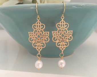 Pearl Earrings, Gold Earrings Drop Bridesmaid Earrings Laurel Wreath Bridesmaid gifts Bridesmaids Jewelry, Floral Earrings Bridal Party Gift