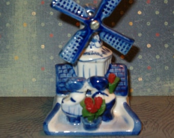 """Delft Blue Windmill, Kissing Couple, Handmade Deco Holland, Flowers, 4.5""""H"""