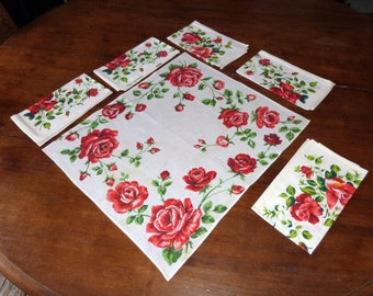 6 Vintage French floral napkins w red roses design, set 6 cotton table napkins, vintage French table linens, vintage Christmas table linens