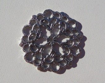30mm filigree Silver Toned pendant/charm, (Y23)