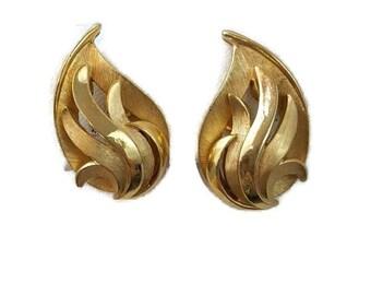 Crown Trifari Earrings Trifari Vintage Jewelry Gold Clip on Earrings Earings Gold Trifari Jewelry 1950s Jewelry Clip on Earings