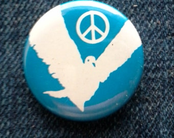 Vintage 1980s Button, Unworn, Dove & Peace Sign, In Like-New Condition