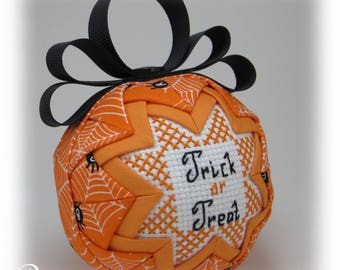 Quilted Ornament - Halloween Ornament - Trick or Treat / Spider