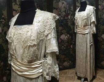 Art Nouveau Oyster-Colored Silk Damask 1910-14 Gown w/ Princess Lace Collar, Sleeves; Cummerbund Sash & Dangles - Size Med, 'Jules Wacha'