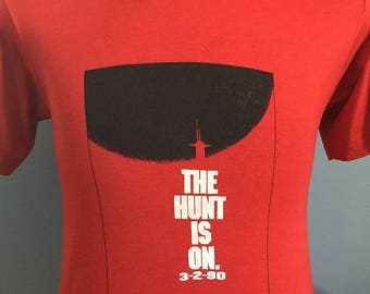 90s Vintage The Hunt For Red October 1990 movie The Hunt Is On 3-2-90 T-Shirt - SMALL