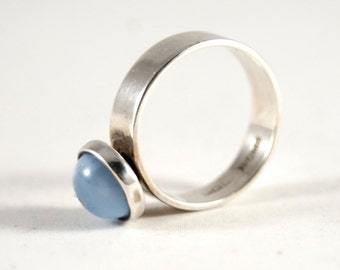Minimal Blue Ring - Cat's Eye Moonstone - Sterling Silver - Uk Birmingham - Signed - Mid Century Modern Modernist - Size 7.25