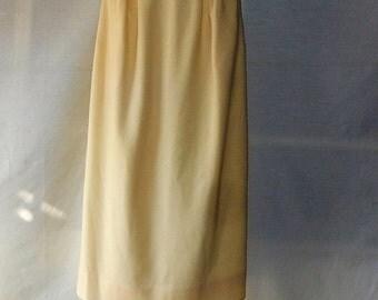 Sz  6 Off White Wool Midi Skirt - Villager - ILGWU Union Made USA - Wiggle - Mid Calf - Winter White - Professional Business - Wear to Work