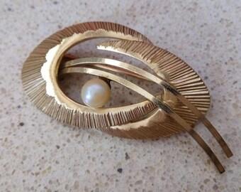 VTG Fine Solid 14K Yellow Gold Ribbon Spiral Swirl Garnet Pin Brooch