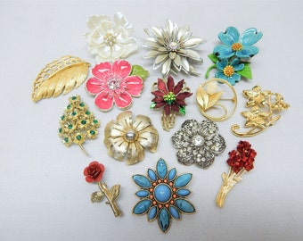Brooch Lot - Mostly Vintage Floral Theme Flowers Leaves Bouquets