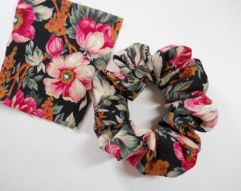 Scrunchie / Vintage Fabric /  Pink Cabbage Rose On Black Cotton/Rayon Fabric