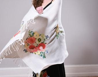 Fabulous Oversize Shawl Tiny Petals white