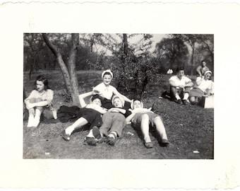 Vintage Photo ~ girlfriends
