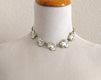 Vintage 50s choker necklace collar Sarah Coventry leaf whispering leaves 1959 mid century rockabilly silver tone white enamel