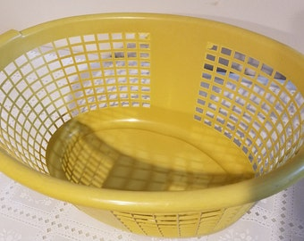 1970's Vintage Marigold Laundry Basket