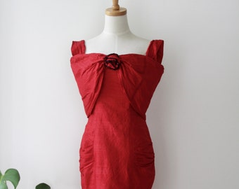 Red silk dress. 80s off the shoulder silk dress. red rose silk dress. Red silk bodycon dress. Silk wiggle dress. Red silk floral dress