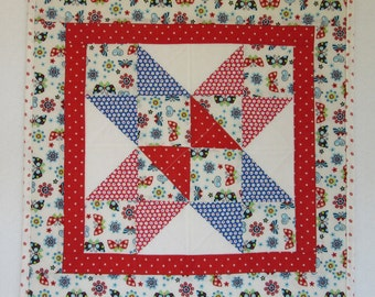 "Doll Quilt, 18.25"" x 18.25"", White, Red, Evening Star Quilt, Free Pillow"