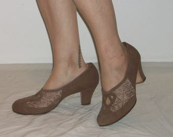 Darling 1940s / 1950s round toe heels w/swiss lace, heart cutouts US 9 1/2 /  UK 7 1/2 great size and width!