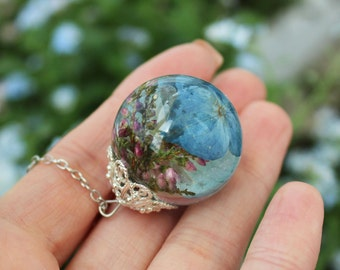 Heather and Hydrangea terrarium necklace, Pink Blue Real flower jewelry, Botanical jewelry, Resin jewelry Heather necklace Hydrangea pendant