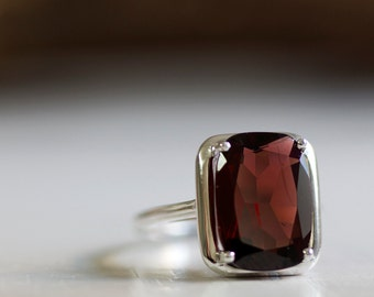 Garnet ring in White Gold, Red Garnet ring, January birthstone ring, Garnet jewelry, Red gemstone ring, 14K White Gold, 18K White Gold