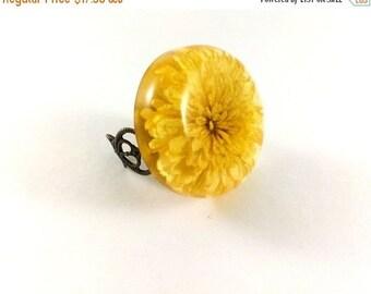 SALE 20% OFF Creamy ring Real flower ring Terrarium ring chrysanthemum Pressed flower ring Nature ring Statement ring Fashion ring Unique ri