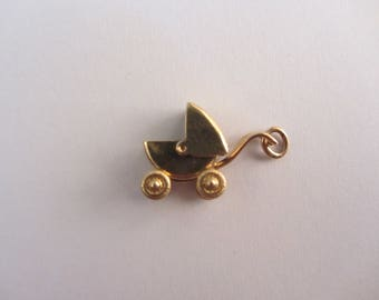 10k Gold 3-D Movable Carriage Charm - 1.70g