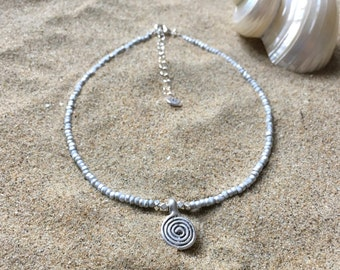 Silvery swirl choker necklace - Necklace with white and silver coloured seed beads and a swirl pendant