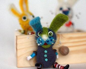 Easter bunny needle felt brooch, needle craft wool felt bunny, felt little bunny brooch, bunny a gift, rabbit brooches, felt  girl gift